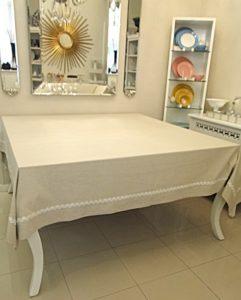 Toalha de Mesa com Detalhe em Guipure na Borda